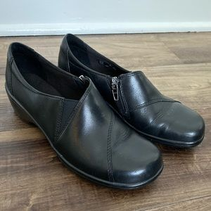 Black Clark's May Orchid loafer in black